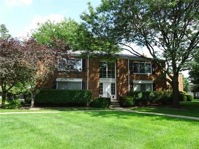 Bloomfield Hills Condo/Townhouse For Sale: 743 E Fox Hills Dr