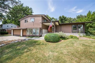 West Bloomfield Single Family Home For Sale: 3512 Macnichol Trl