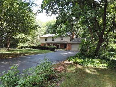 Rochester Hills Single Family Home For Sale: 155 Oaklane Dr