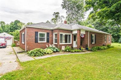 Smiths Creek Single Family Home For Sale: 6995 Lapeer Rd