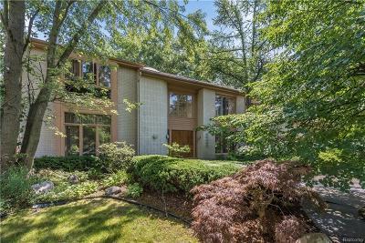 Farmington Hills Single Family Home For Sale: 30439 Fox Club