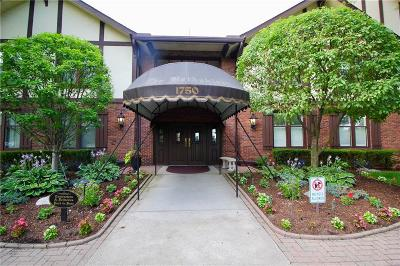 Grosse Pointe Woods Condo/Townhouse For Sale: 1750 Vernier Rd