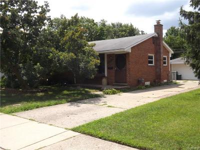 Plymouth Single Family Home For Sale: 14607 Huntington Dr