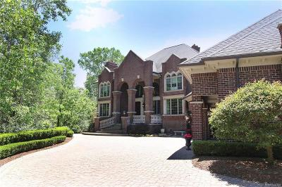 Rochester Hills Single Family Home For Sale: 3725 Rosewood Ln