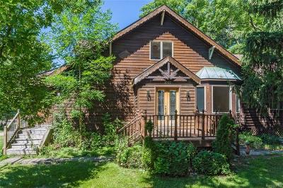 Rochester Hills Single Family Home For Sale: 1045 Walnut Grove Dr