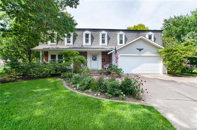 Livonia Single Family Home For Sale: 14307 Ellen Dr