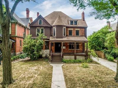 Detroit Multi Family Home For Sale: 677 W Canfield St