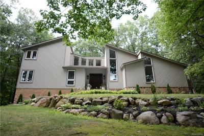 Clarkston Single Family Home For Sale: 7450 Deerhill Dr