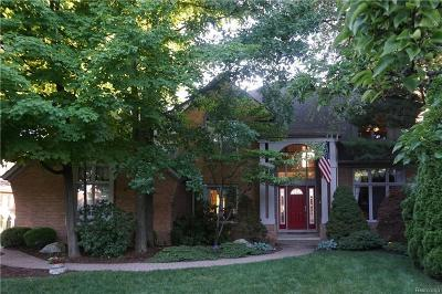 Shelby Twp Single Family Home For Sale: 48285 Milonas
