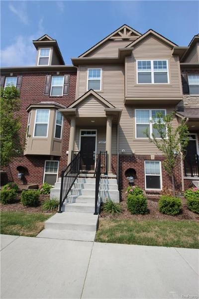 Rochester Hills Condo/Townhouse For Sale: 2657 Helmsdale Cir N