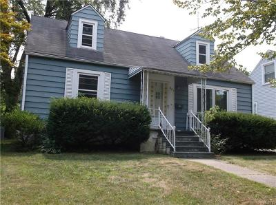 Pontiac Single Family Home For Sale: 841 Menominee Rd