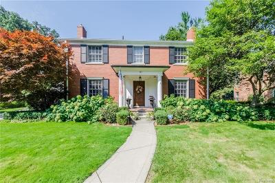 Grosse Pointe Single Family Home For Sale: 487 Lakeland St