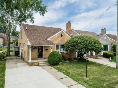 Saint Clair Shores Single Family Home For Sale: 23285 Liberty St