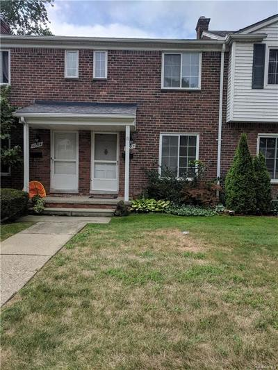 Saint Clair Shores Condo/Townhouse For Sale: 23312 Edsel Ford Crt