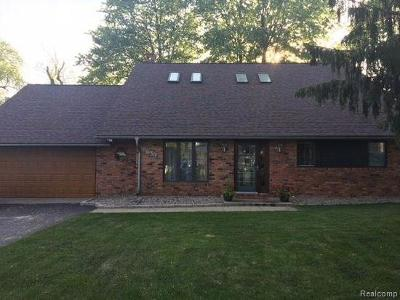 Clarkston Single Family Home For Sale: 8639 Lakeview Blvd