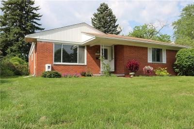 Livonia Single Family Home For Sale: 37920 Howell St