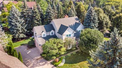 Rochester Single Family Home For Sale: 1097 Pointe Place Blvd