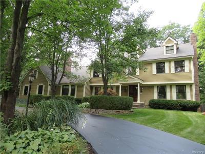 Oakland Single Family Home For Sale: 7386 Deerhill Dr