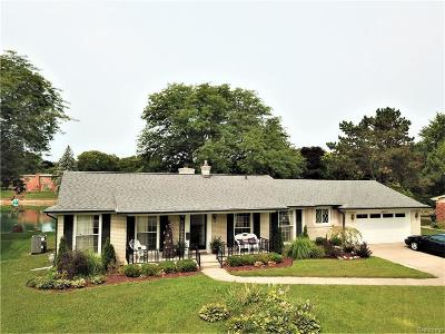 Shelby Twp Single Family Home For Sale: 54385 Queens Row