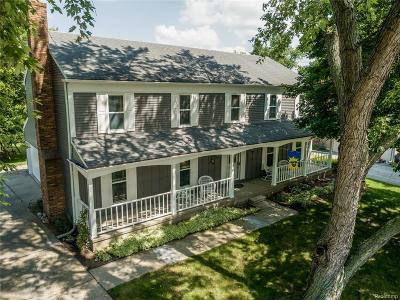 Oakland Single Family Home For Sale: 22378 Innsbrook