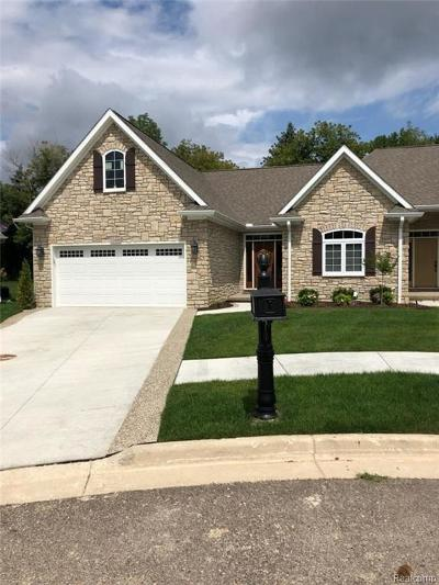 Lapeer Condo/Townhouse For Sale: 74 Fox Hollow Dr