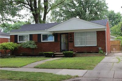 Saint Clair Shores Single Family Home For Sale: 22220 Barton St