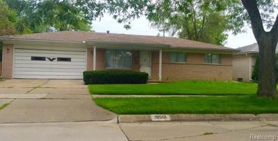 Saint Clair Shores Single Family Home For Sale: 19501 Chalon St