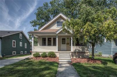 Royal Oak Single Family Home For Sale: 807 Hilldale Dr