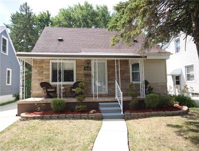 Royal Oak Single Family Home For Sale: 1428 Whitcomb Ave