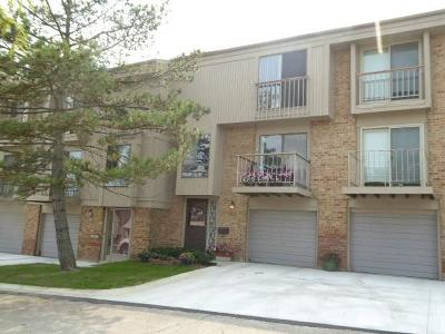 Rochester Hills Condo/Townhouse For Sale: 829 Oak Brook Ridge Dr