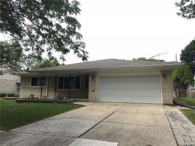 Warren Single Family Home For Sale: 32217 Cambridge Dr