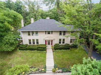 Royal Oak Single Family Home For Sale: 130 E Sunnybrook Dr