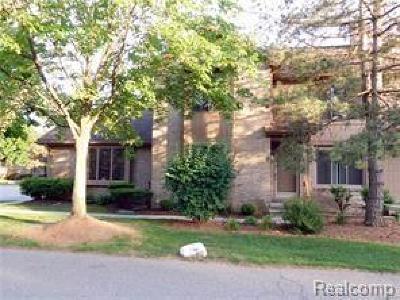 Farmington Hills Condo/Townhouse For Sale: 29556 Sierra Point Cir