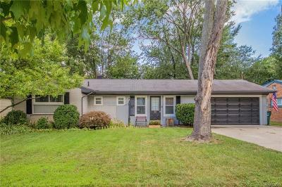 Clawson Single Family Home For Sale: 45 Huntley