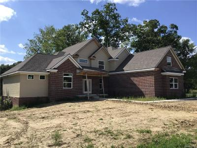 Clarkston Single Family Home For Sale: 6523 N Cambridge Cir N