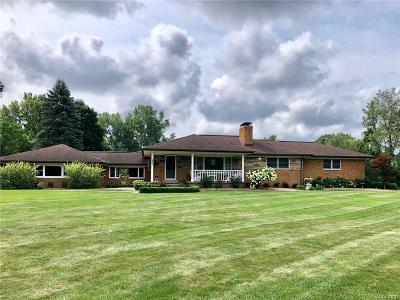 Lake Orion Single Family Home For Sale: 925 W Greenshield Rd