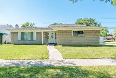 Dearborn Heights Single Family Home For Sale: 755 Sherbourne Dr