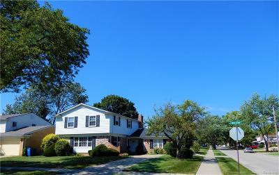 Dearborn Heights Single Family Home For Sale: 25714 Wilson Dr