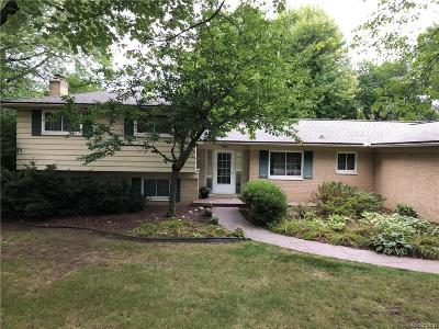 Bloomfield Hills Single Family Home For Sale: 723 Fox River Dr