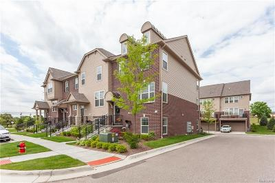 Rochester Hills Condo/Townhouse For Sale: 2617 Helmsdale Cir