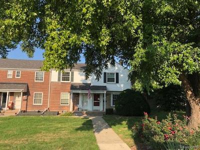 Saint Clair Shores Condo/Townhouse For Sale: 22967 Lakeshore Dr
