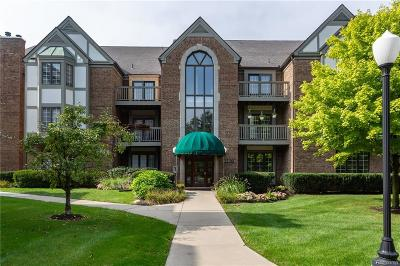 Plymouth Condo/Townhouse For Sale: 785 Deer Crt