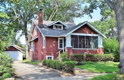 Royal Oak Single Family Home For Sale: 937 Woodcrest Dr