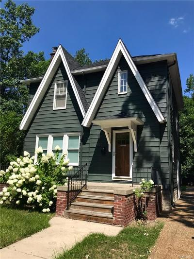 Royal Oak Single Family Home For Sale: 825 Hawthorn Ave
