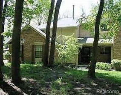 Farmington Hills Condo/Townhouse For Sale: 29726 Pine Ridge Cir