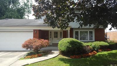 Grosse Pointe Woods Single Family Home For Sale: 1059 Blairmoor Crt