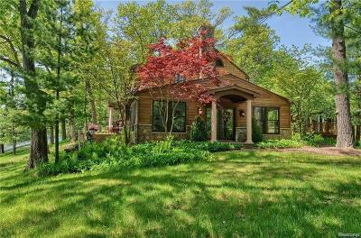 Lake Orion Single Family Home For Sale: 1071 Nakomis Trail