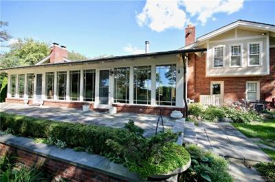 Bloomfield Hills Single Family Home For Sale: 323 Lakewood Dr