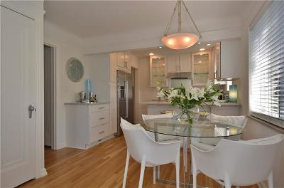 Pontiac Single Family Home For Sale: 1104 James K Blvd