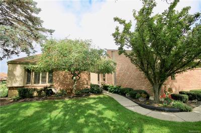 Farmington Hills Condo/Townhouse For Sale: 29797 Deer Run